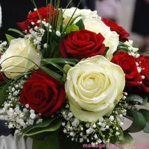 Bouquet de mariée : roses blanches et rouges