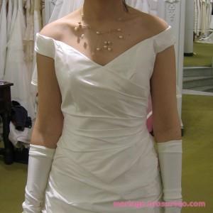 Essayage des robes de mariée avant le mariage